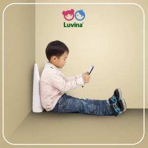 PREVENT THE HUNCHBACK OF CHILD WHEN THEY USING GADGET WITH LUVINA WEDGE PILLOW